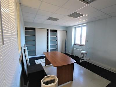 BUREAU A LOUER - TOURNUS - 132 m2 - 1300 € HC et HT par mois